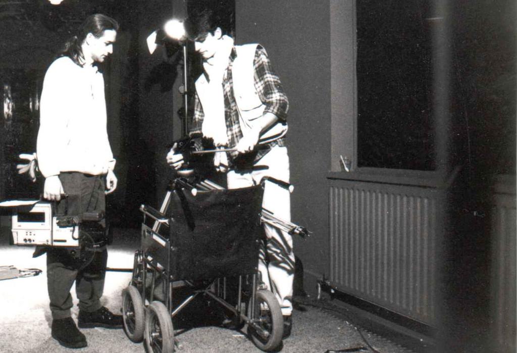 hijenik-met-rolstoel-zwartwit